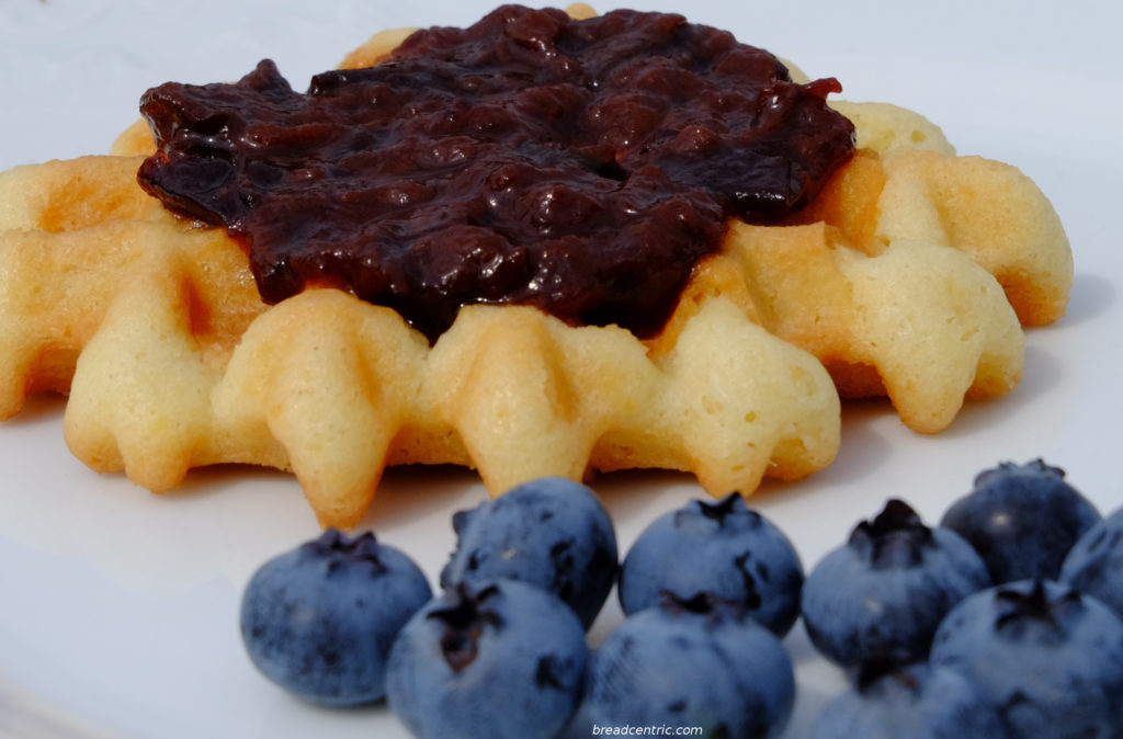 Luikse wafel with marmalade