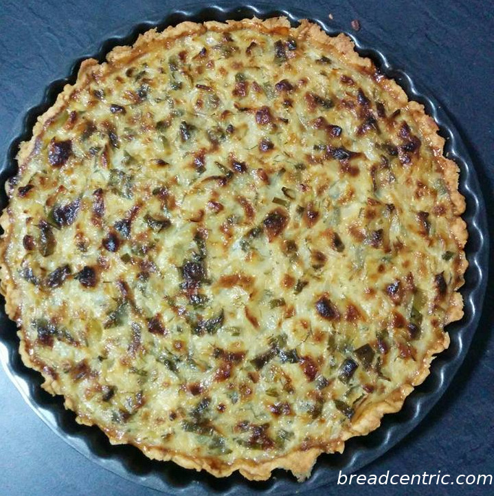 Onion and herbs tart